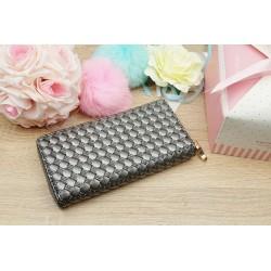 Peňaženka striebornej farby