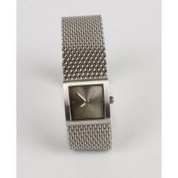 Luxusné hodinky odtieň šedej