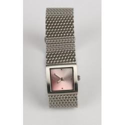 Luxusné hodinky odtieň ružovej