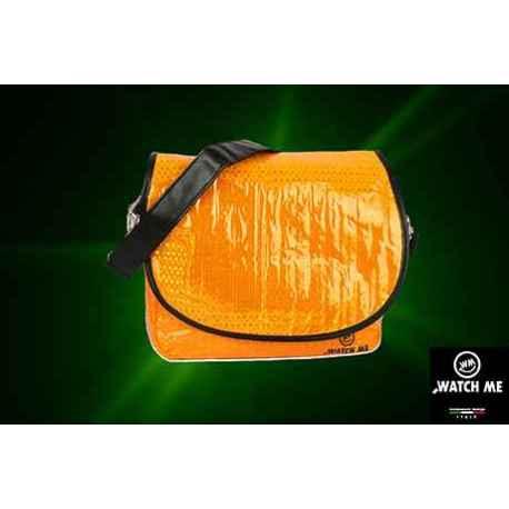 Žiarivá taška s klopou oranžová
